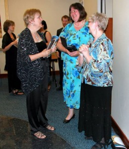 Talking with Susan King and Brenda Wood. Photo by Belinda Cater Burston